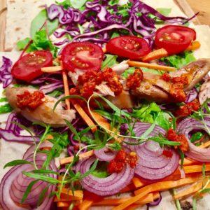 Wrap s kuratom, zeleninou a chilli