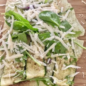 Špenátový wrap s grilovanou cuketou a parmezánom
