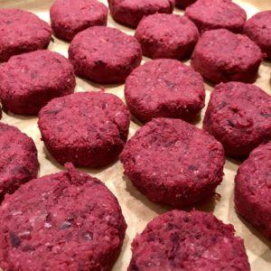 Cviklový falafel v Lavaši s jogurtovým tahini dipom