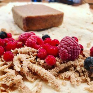 Gaštanové pyré, maliny, červené a čierne ríbezle