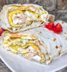 Wrap s omeletou a camembertom