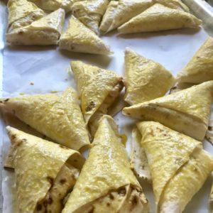 Tvarohové Lavaš trojuholníky s orieškovým maslom a malinami